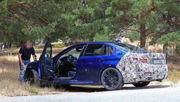 BMW Serie 5 2020 facelift: cambiano l'estetica e la tecnologia - Foto 3 di 15