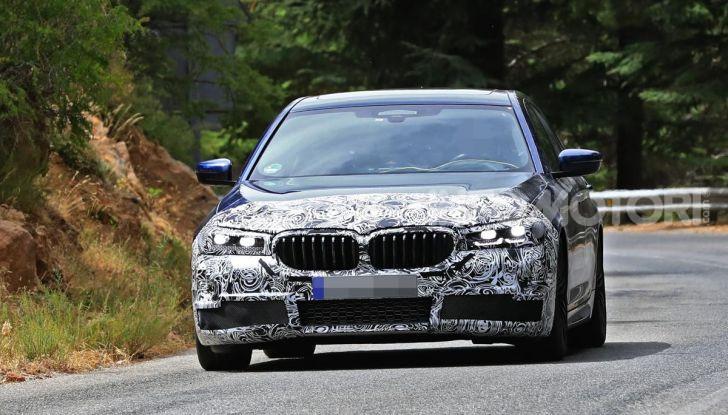 BMW Serie 5 2020 facelift: cambiano l'estetica e la tecnologia - Foto 4 di 15