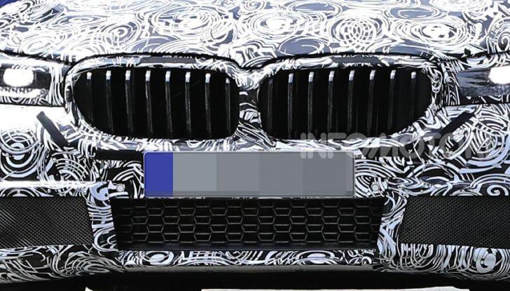 BMW Serie 5 2020 facelift: cambiano l'estetica e la tecnologia - Foto 2 di 15