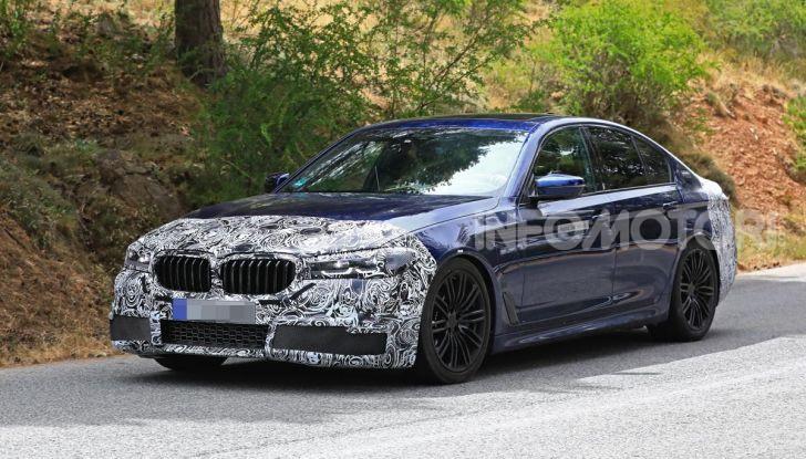 BMW Serie 5 2020 facelift: cambiano l'estetica e la tecnologia - Foto 6 di 15