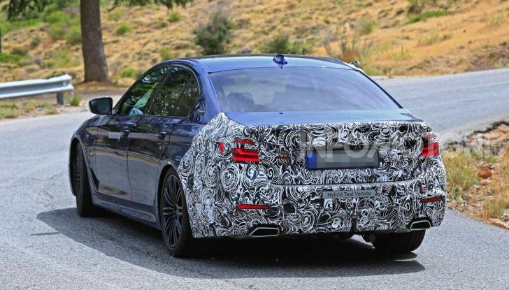 BMW Serie 5 2020 facelift: cambiano l'estetica e la tecnologia - Foto 9 di 15