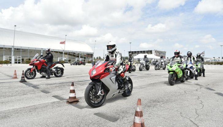 DimensioneGuida: i corsi di guida moto in pista tra divertimento e sicurezza - Foto 42 di 54