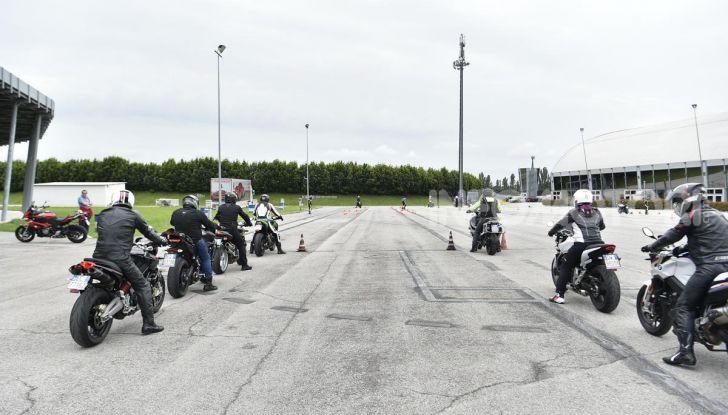 DimensioneGuida: i corsi di guida moto in pista tra divertimento e sicurezza - Foto 46 di 54