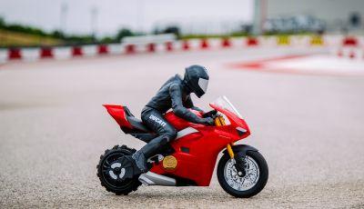 Upriser Ducati Panigale V4 S RC: impennate a portata di radiocomando