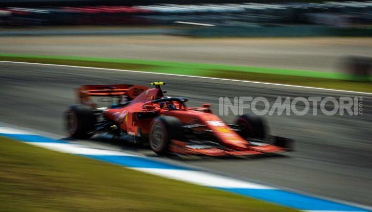 F1 2019: Charles Leclerc con la Ferrari alla 130R di Suzuka… con una mano sola! - Foto 8 di 9