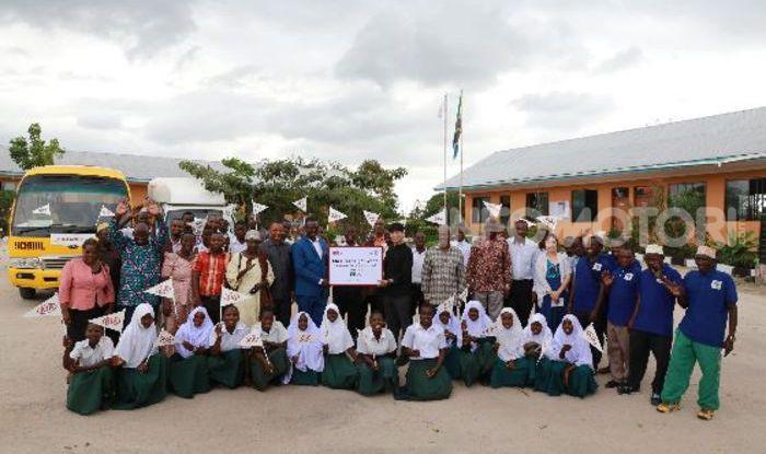 Kia Motors consegna minibus e scuola al governo della Tanzania - Foto 2 di 5