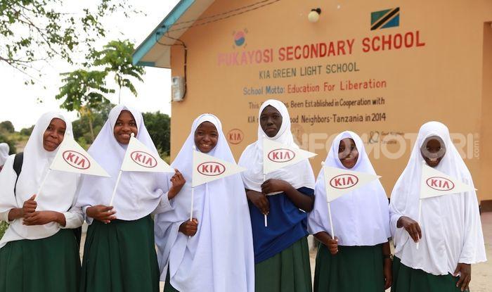 Kia Motors consegna minibus e scuola al governo della Tanzania - Foto 5 di 5