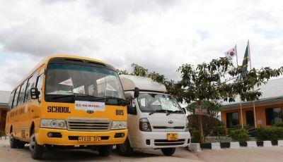 Kia Motors consegna minibus e scuola al governo della Tanzania