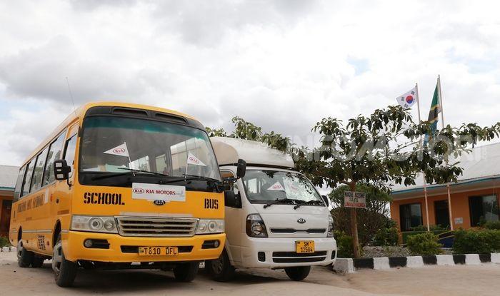 Kia Motors consegna minibus e scuola al governo della Tanzania - Foto 1 di 5