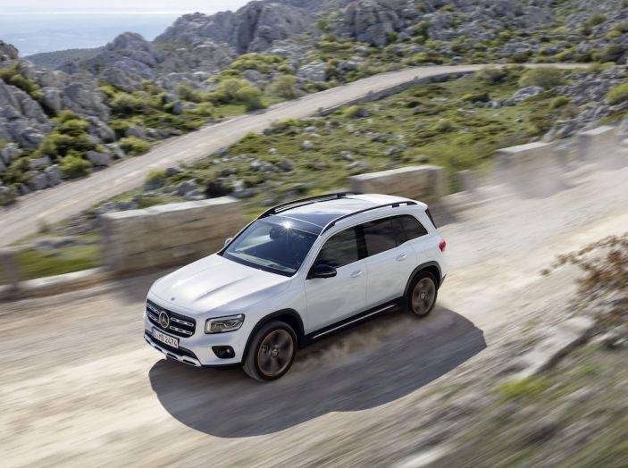 Nuovo Mercedes GLB: sette posti per ospitare parenti e amici
