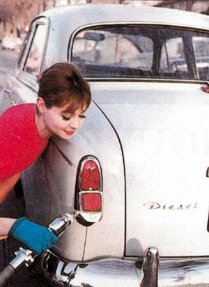 PEUGEOT 403 Diesel – la prima volta  del GASOLIO sotto il cofano della berlina di grande serie - Foto 7 di 8