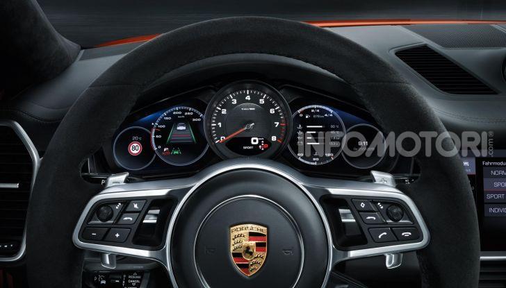 Porsche Cayenne Turbo S E-Hybrid: dati tecnici, prezzi e consumi - Foto 11 di 13