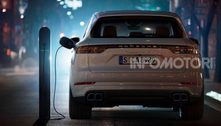 Porsche Cayenne Turbo S E-Hybrid: dati tecnici, prezzi e consumi - Foto 3 di 13