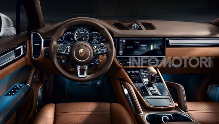 Porsche Cayenne Turbo S E-Hybrid: dati tecnici, prezzi e consumi - Foto 4 di 13