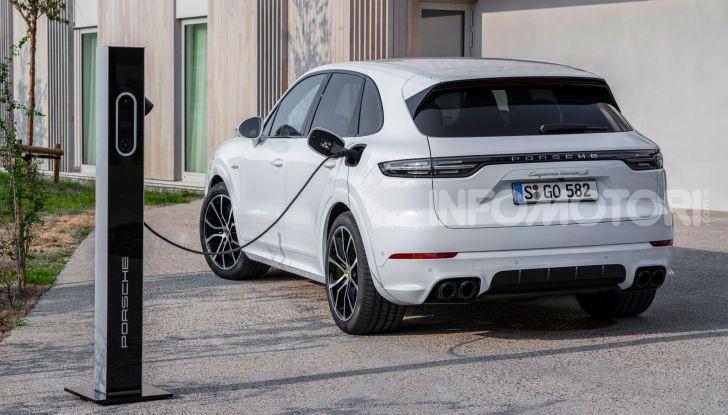 Porsche Cayenne Turbo S E-Hybrid: dati tecnici, prezzi e consumi - Foto 8 di 13
