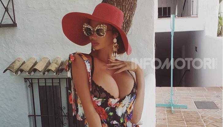 La modella di Playboy Soraja Vucelic lancia una Lamborghini in piscina! - Foto 3 di 8