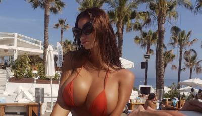 La modella di Playboy Soraja Vucelic lancia una Lamborghini in piscina!