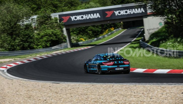 Porsche Taycan, record al Nurburgring per l'auto elettrica - Foto 3 di 5