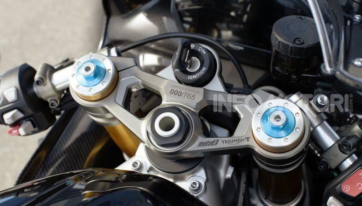 Triumph Daytona 765 Limited Edition: una Moto2 per la strada - Foto 22 di 30