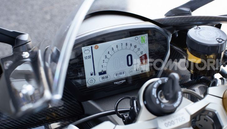 Triumph Daytona 765 Limited Edition: una Moto2 per la strada - Foto 29 di 30