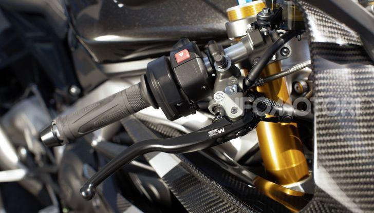 Triumph Daytona 765 Limited Edition: una Moto2 per la strada - Foto 30 di 30