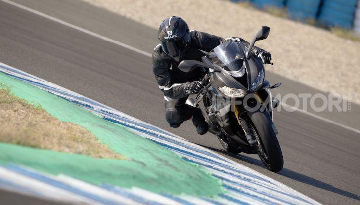 Triumph Daytona 765 Limited Edition: una Moto2 per la strada - Foto 4 di 30