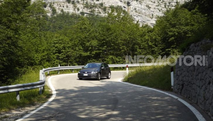 [VIDEO] Prova Volkswagen Golf TGI: La Strada in Streaming! - Foto 11 di 33