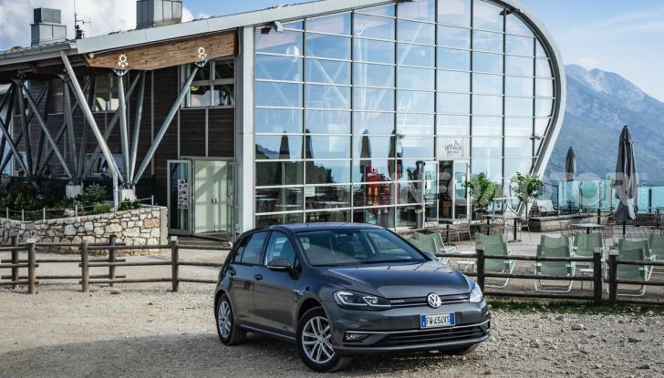 [VIDEO] Prova Volkswagen Golf TGI: La Strada in Streaming! - Foto 9 di 33