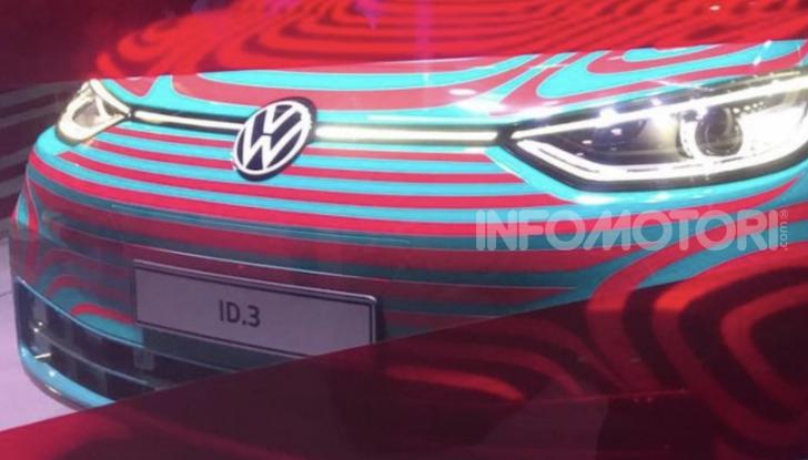 Il nuovo logo Volkswagen per il 2020 al Salone di Francoforte - Foto 2 di 6