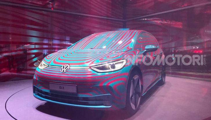 Il nuovo logo Volkswagen per il 2020 al Salone di Francoforte - Foto 4 di 6