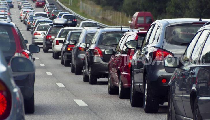 Sorpasso a destra in città e in autostrada: quando è possibile? - Foto 8 di 10