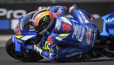 MotoGP 2019, GP di Gran Bretagna: Rins vince a Silverstone una gara al fotofinish, Dovizioso a terra