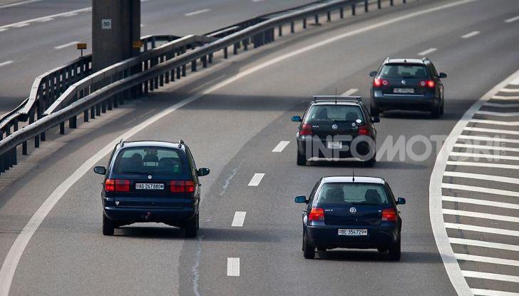Sorpasso a destra in città e in autostrada: quando è possibile? - Foto 5 di 10