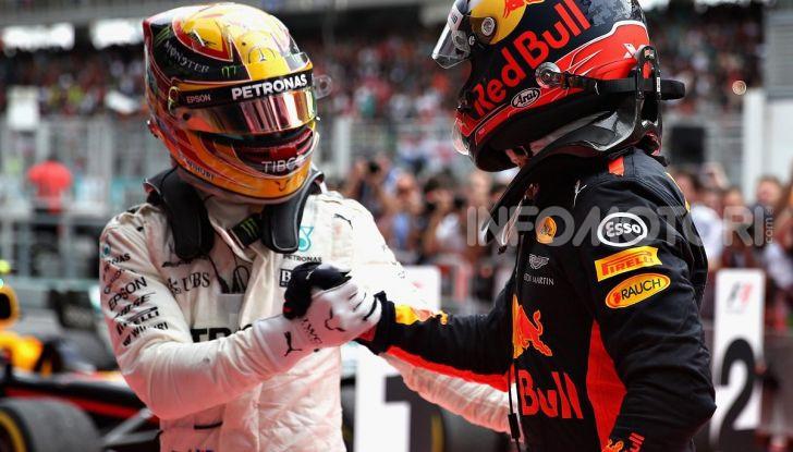 F1, aperto il mercato piloti: scambio tra Hamilton e Verstappen, Leclerc in Ferrari con Ricciardo - Foto 1 di 10