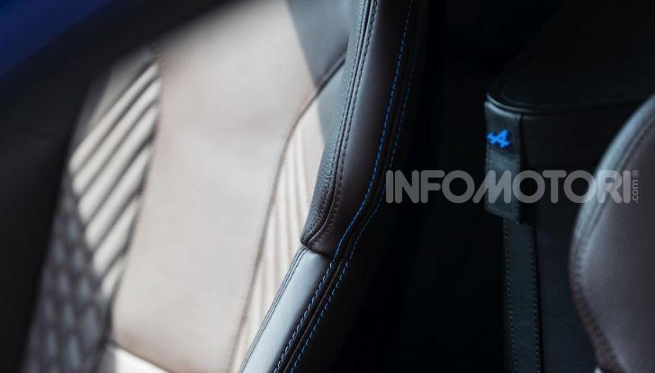Prova Alpine A110: i cinque motivi per avere il piccolo gioiello francese - Foto 11 di 45