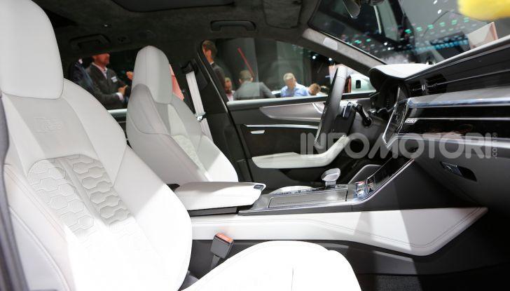 Audi RS6 Avant: un po' station wagon un po' supercar - Foto 17 di 23