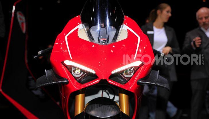 DucatiPanigale V4 R: la rossa a due ruote pronta a conquistare Francoforte - Foto 4 di 8