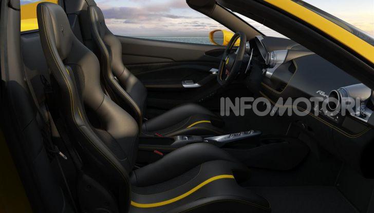 Ferrari F8 Spider: l'urlo dei 720CV a cielo aperto - Foto 15 di 16