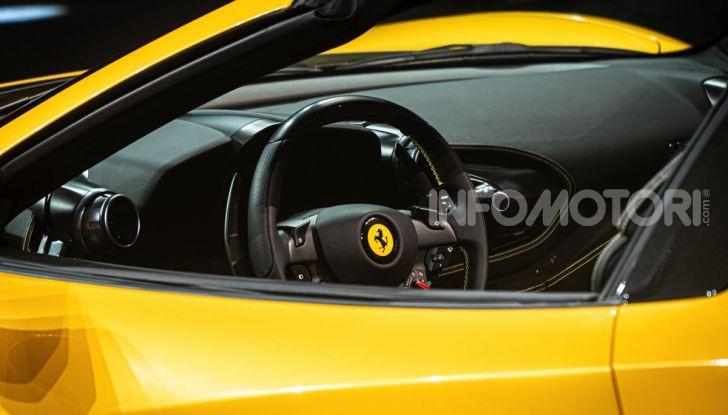 Ferrari F8 Spider: l'urlo dei 720CV a cielo aperto - Foto 6 di 16