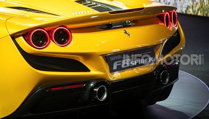 Ferrari F8 Spider: l'urlo dei 720CV a cielo aperto - Foto 7 di 16