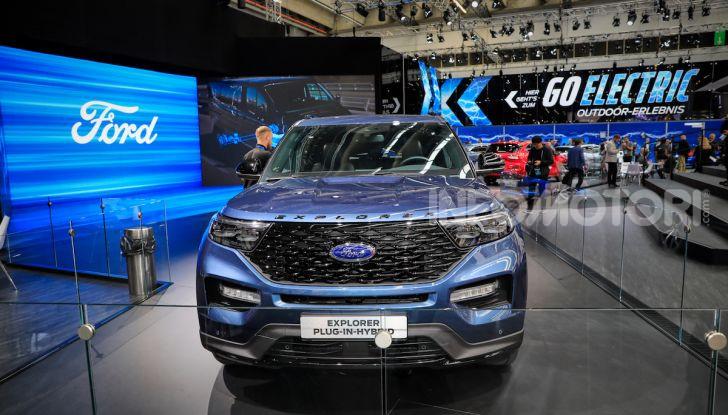 Ford Explorer Plug-In Hybrid: 7 posti, 450 CV e poche emissioni - Foto 2 di 7