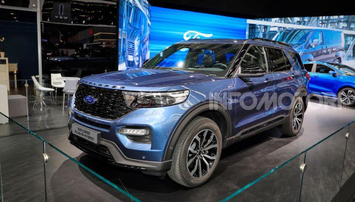 Ford Explorer Plug-In Hybrid: 7 posti, 450 CV e poche emissioni - Foto 1 di 7