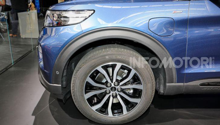 Ford Explorer Plug-In Hybrid: 7 posti, 450 CV e poche emissioni - Foto 4 di 7