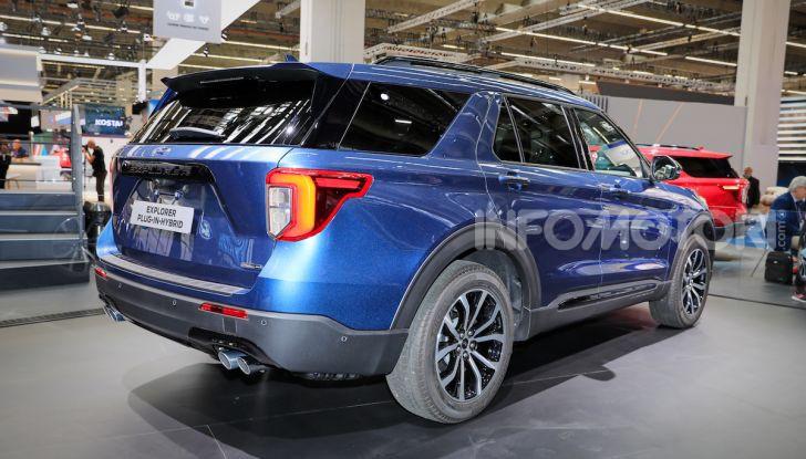 Ford Explorer Plug-In Hybrid: 7 posti, 450 CV e poche emissioni - Foto 3 di 7