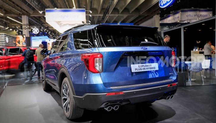 Ford Explorer Plug-In Hybrid: 7 posti, 450 CV e poche emissioni - Foto 5 di 7