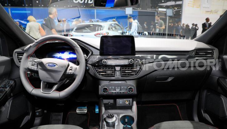 Ford Kuga: la terza generazione è più tecnologica e ibrida - Foto 10 di 14