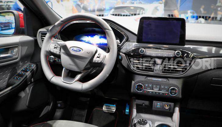Ford Kuga: la terza generazione è più tecnologica e ibrida - Foto 11 di 14