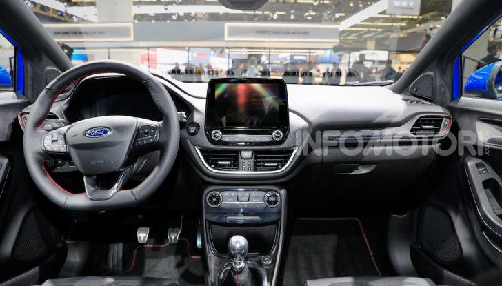 Ford Kuga: la terza generazione è più tecnologica e ibrida - Foto 13 di 14