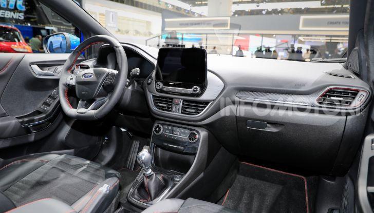 Ford Kuga: la terza generazione è più tecnologica e ibrida - Foto 14 di 14