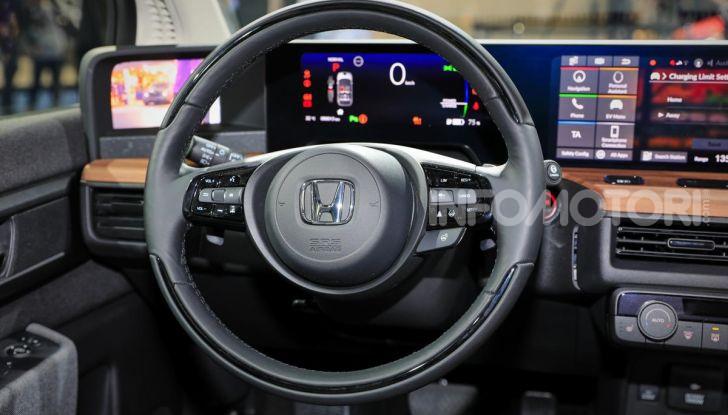 Honda e: tutto quello che sappiamo sulla citycar elettrica retrò - Foto 11 di 35